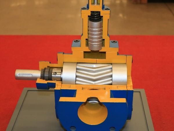 齿轮泵剖面图